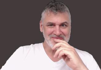 Étienne Denis, consultant en stratégie de contenu, formateur, rédacteur web, SEO et UX.