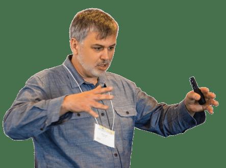 Étienne Denis, consultant en stratégie de contenu, rédacteur et formateur